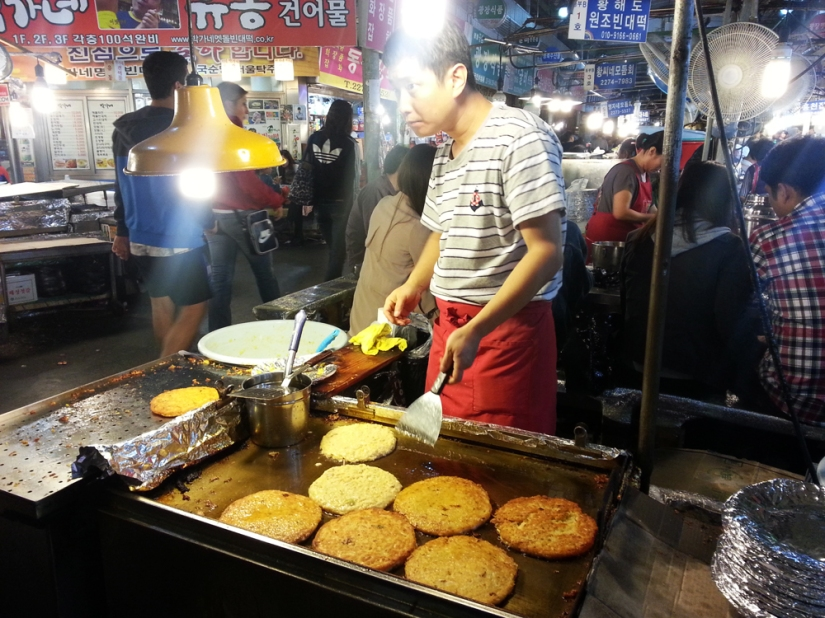 The time we went to Gwangjang Market and ate the most delicious, plate-sized bindaetteok